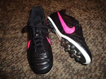 Girls Nike Soccer Cleats   Size 3.5Y  Black/Pink. in Fort Benning, Georgia