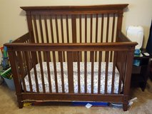 Crib with mattress, converts to toddler in Lawton, Oklahoma