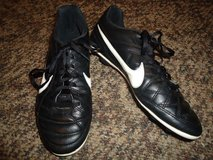 Unisex NIKE Soccer/ Football Cleats Size 6Y. in Fort Benning, Georgia