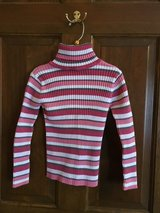 Girls striped turtle neck size 6 in Naperville, Illinois