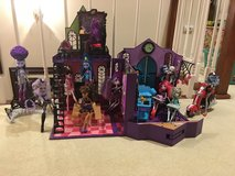 Monster High Lot various dolls and high school in Clarksville, Tennessee