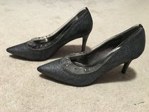 Brand New J. Renee Gray Silver Highlights Shoes 3 1/2 in high heel in Oswego, Illinois