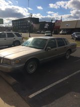 1995 LINCON TOWN CAR WITH 88000 MILES in Fort Rucker, Alabama