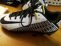 New Nike football cleats  Been on for maybe 10 minutes total.  NEW STYLE (TEXT 4 PICS) in Beaufort, South Carolina