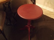 "Barn Red Accent table 15"" top & 24"" tall $15 in Baytown, Texas"