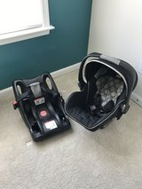 Britax infant carrier, base, and rain/mosquito shield in Quantico, Virginia
