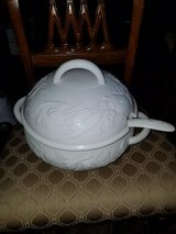 Large / Italian Vegetable Pattern Soup Tureen in Clarksville, Tennessee