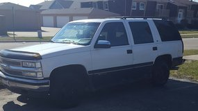 Strong running 97 chevy tahoe in Joliet, Illinois
