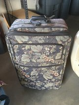 Luggage large 2 in Yucca Valley, California