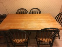 Kitchen table and 6 chairs in Elgin, Illinois