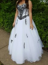 Strapless, corset, prom dress in Glendale Heights, Illinois