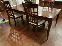 Dining room table & 4 chairs in Warner Robins, Georgia