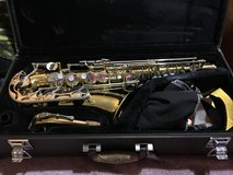 Alto Yamaha Saxophone, case, cleaning kit and music note holder stand included in Warner Robins, Georgia