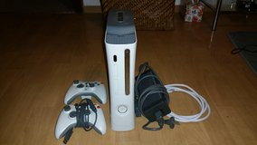 Xbox 360 White + 2 Controllers+HDMI Xbox 360 Cable in Ramstein, Germany