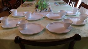 Vintage milk glass set 16pc in Perry, Georgia