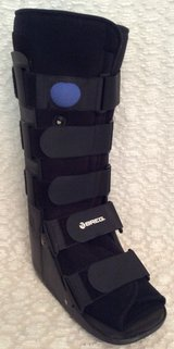 BREG Brand Medical Walking Boot Sz Large/Right Foot in Leesville, Louisiana