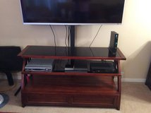 Tv stand with flat screen brackets to hold up to 55 inch tv in Fort Sam Houston, Texas