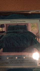 Brand New 8 pc Queen Size Pin-tucked Comforter Set - green/teal bedspread blanket bedding in Batavia, Illinois