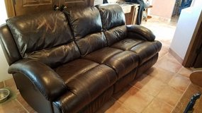 Flexsteel leather sofa, electric reclining in Alamogordo, New Mexico