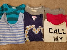Lot of 7 juniors shirts size xs in Lockport, Illinois