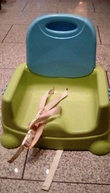 Baby/toddler booster seat with tray in Ramstein, Germany