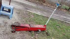13 ton floor Jack in Morris, Illinois