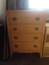4 drawer tall dresser,  coffee table in bookoo, US