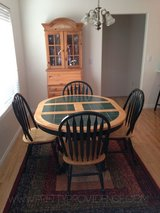 Round/Oval Pine Tile Inlay Table w/4 Windsor Chairs in Cleveland, Ohio