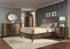 SALE!! LUXURIOUS QUEEN TUFTED UPSALE BED SET /NEW! in Camp Pendleton, California