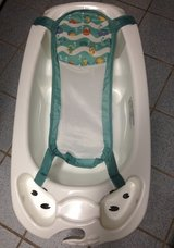 Infant to Toddler tub with sling in Baumholder, GE