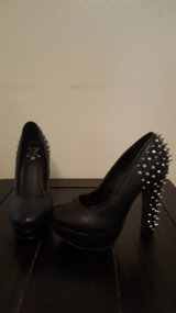 New spiked heels size 8 in Fort Irwin, California