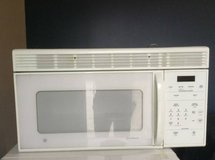 GE Spacemaker XL1800 Microwave in Tomball, Texas