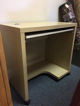 Computer Desk in Glendale Heights, Illinois