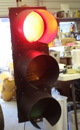 LARGE 12 INCH LED TRAFFIC LIGHT. FULL SIZE AND AUTHENTIC READ in Valdosta, Georgia