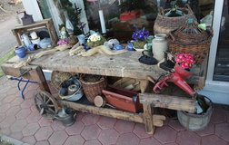 antique solid oak work bench - ideal decoration with a working vise in Baumholder, GE