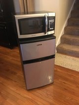 Refrigerator & Microwave in Naperville, Illinois