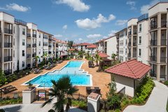 Pooler 2 Bedroom, Luxury Poolside Apartment - Lease Takeover. $600 credit  + Furniture in bookoo, US