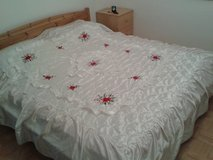 Snow white king size bed cover with embroidery in Stuttgart, GE