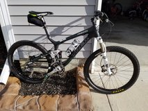2011 Trek Top Fuel 9.8 All Carbon Mountain Bike in Camp Lejeune, North Carolina