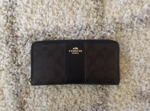 Coach Signature PVC Large Wallet - Like New in Kingwood, Texas