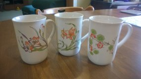 3 Nature's Gold Ceramic Mugs in Fort Campbell, Kentucky