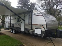 2014 Grey Wolf 26dbh Travel Trailer 31 ft in Lockport, Illinois