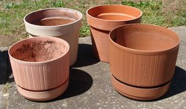 Flower Pots Large in Fort Campbell, Kentucky