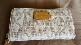 MK ZIPPERED WALLET in 29 Palms, California