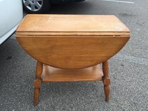 Drop leaf end table- maple in Elgin, Illinois