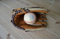 Louisville Slugger 10.5 right handed glove in Chicago, Illinois