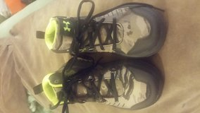 Under Armor Shoes Boys Size 3 New in Fort Campbell, Kentucky