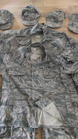 FULL SET OF AIR FORCE UNIFORMS AND ACCESSORIES. SELLS AS BUNDLE in Bolling AFB, DC