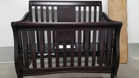 Crib - Sorelle  4-in-1 Convertible Crib w Toddler Rail & Bed Rail Conversion  Kit  NEW !!  320 in San Diego, California