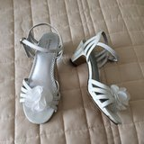 Girl's White Dress Sandals size 3 in Naperville, Illinois